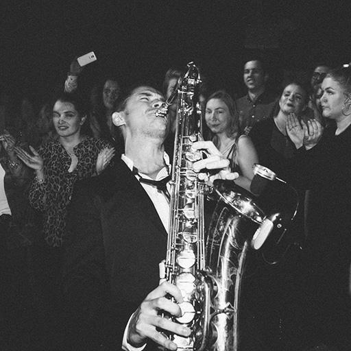 Saxophonist Hochzeit // Gäste Publikum Saxophon