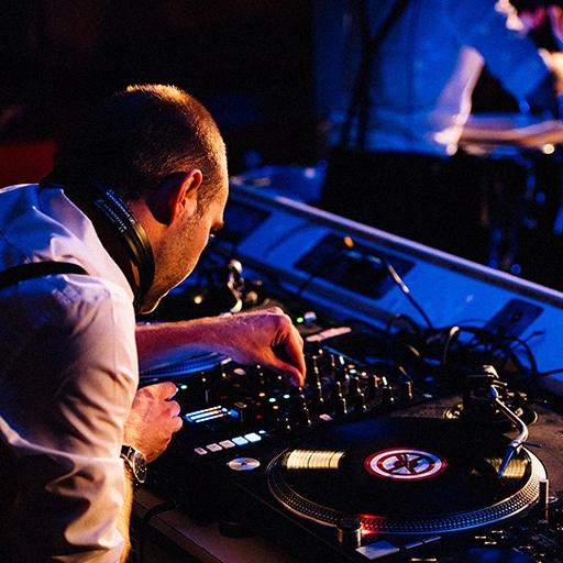 DJ plus live