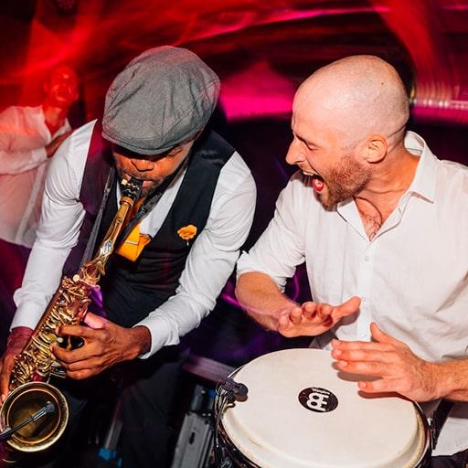Saxophonist & Percussionist buchen