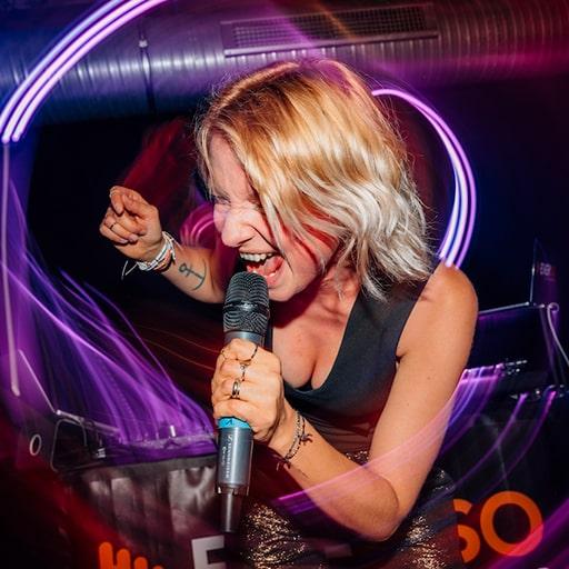 DJ plus Sängerin Geburtstag