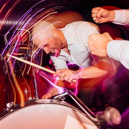 Percussionist in Band buchen für Firmenfeier