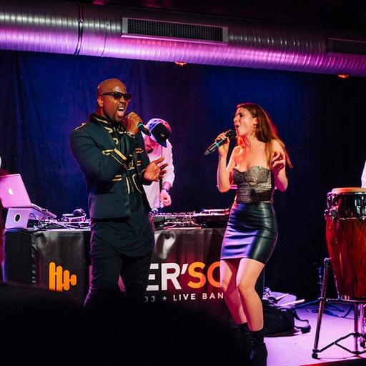 DJ plus Sänger & Sängerin Live on Stage